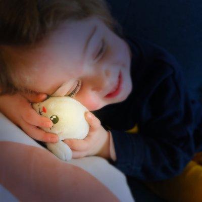 Veilleuse bébé peluche lumineuse shakies phoque Pabobo