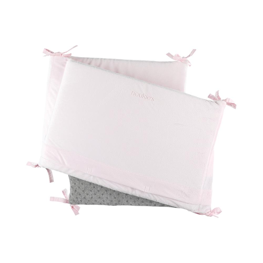tour de lit veloudoux poudre d 39 toiles rose de noukies en vente chez cdm. Black Bedroom Furniture Sets. Home Design Ideas