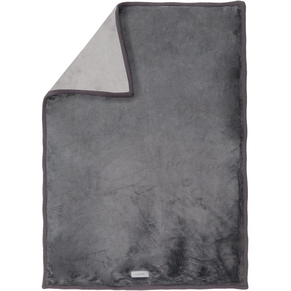 couverture lit b b grosloudoux 100x140 cm gris fonc gris clair de noukies chez naturab b. Black Bedroom Furniture Sets. Home Design Ideas