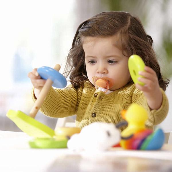 Lot de 2 sucettes bébé silicone aérées fille 6-18 mois Avent-philips