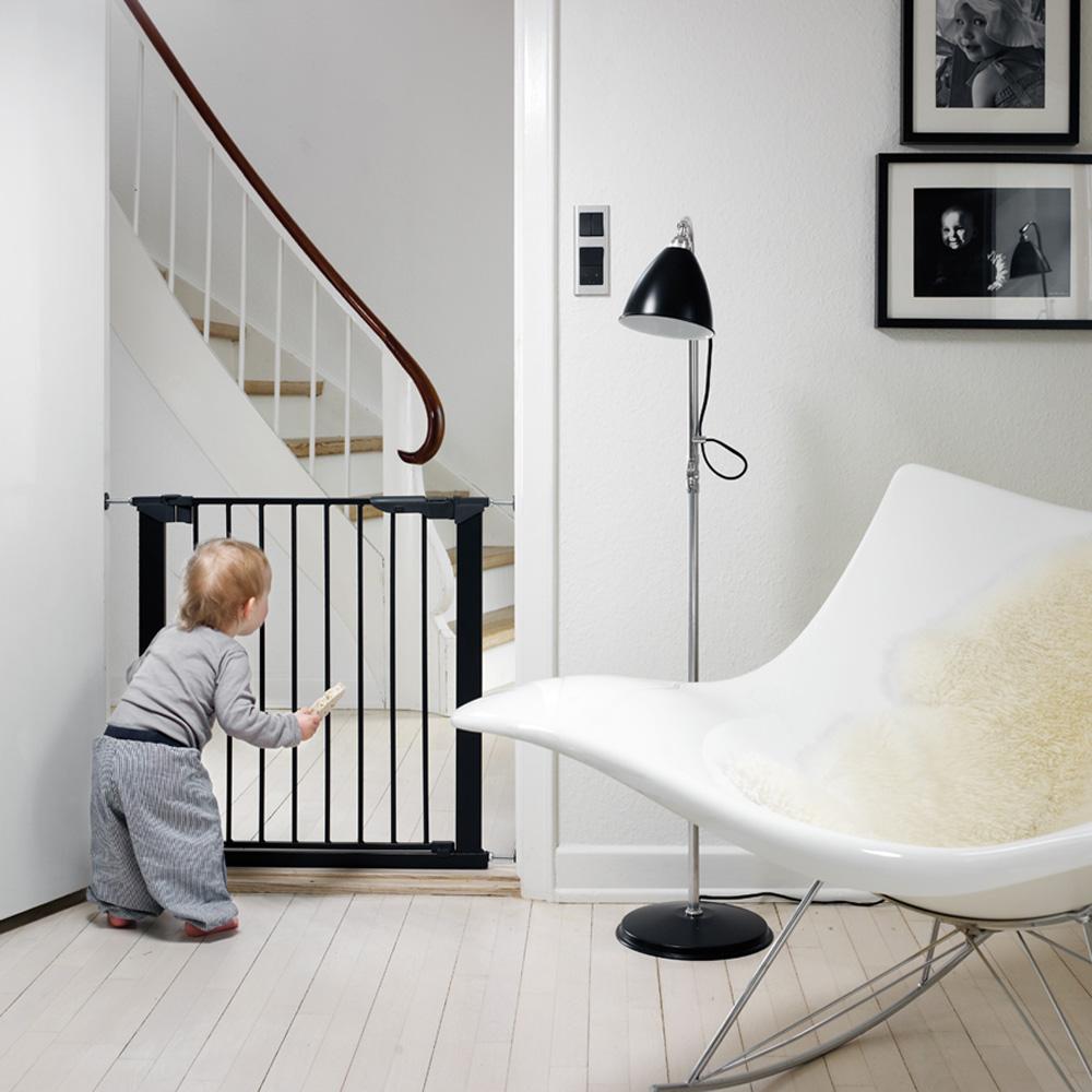 barri re de s curit premier par pression noir 73 80 cm de baby dan sur allob b. Black Bedroom Furniture Sets. Home Design Ideas