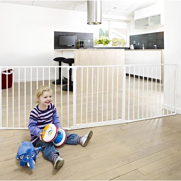 barri re s curit b b pare feu flex l blanc de baby dan. Black Bedroom Furniture Sets. Home Design Ideas