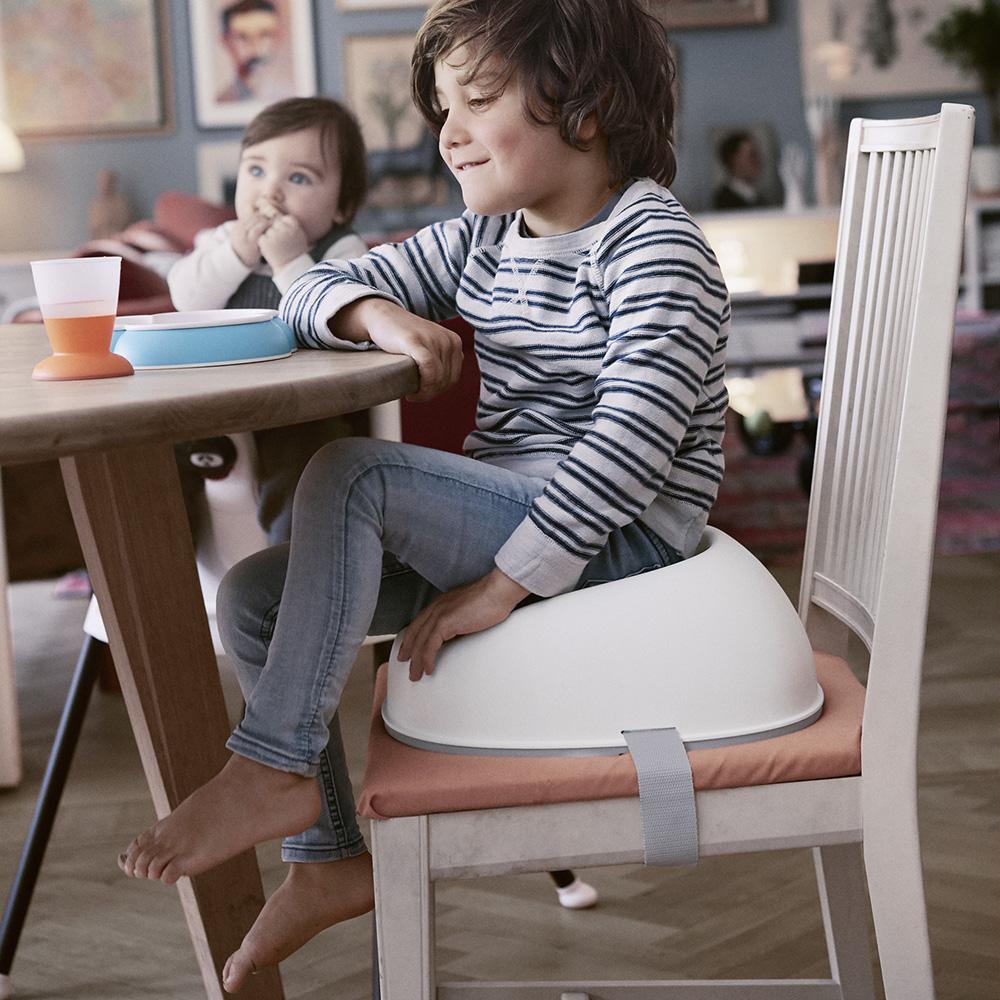 r hausseur de chaise babybjorn blanc de babybjorn en vente chez cdm. Black Bedroom Furniture Sets. Home Design Ideas