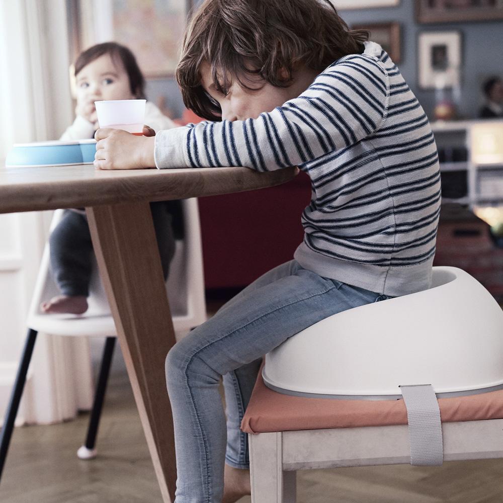 r hausseur de chaise babybjorn blanc de babybjorn. Black Bedroom Furniture Sets. Home Design Ideas