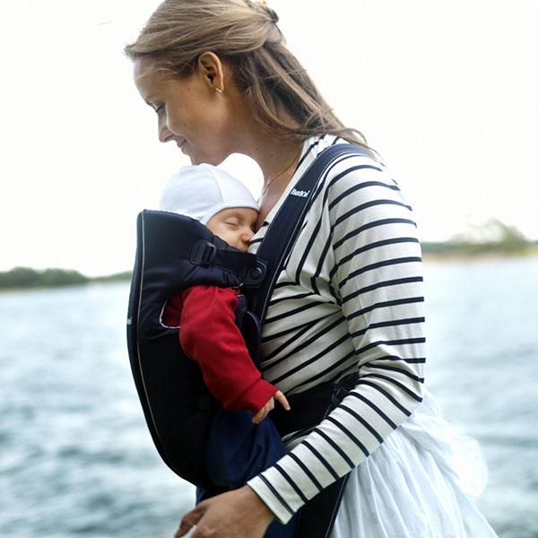 Porte bébé ventral / kangourou original classic bleu foncé Babybjorn