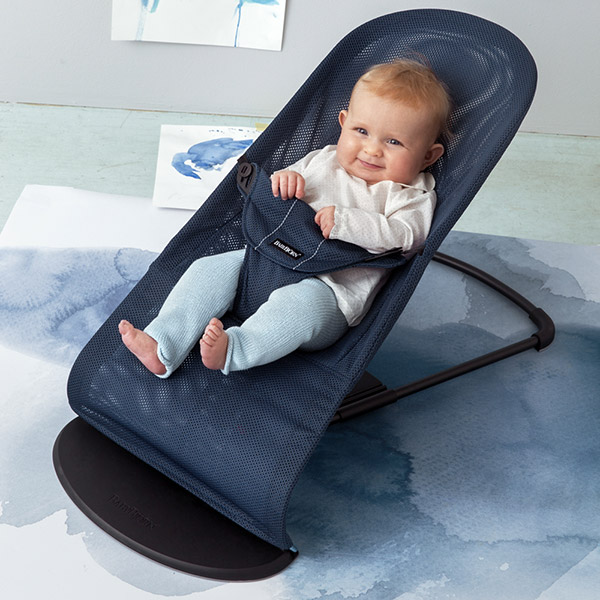 Transat bébé balance soft maille filet 3d bleu foncé Babybjorn