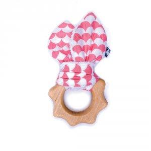 Hochet dentition bois et coton écailles corail et blanc
