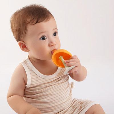 Anneau jouet de dentition champignon orange Babytolove