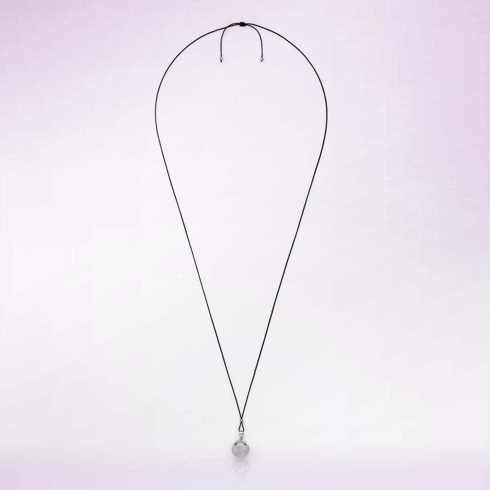 bola de grossesse sph re rhodium avec cordon noir de cache coeur en vente chez cdm. Black Bedroom Furniture Sets. Home Design Ideas