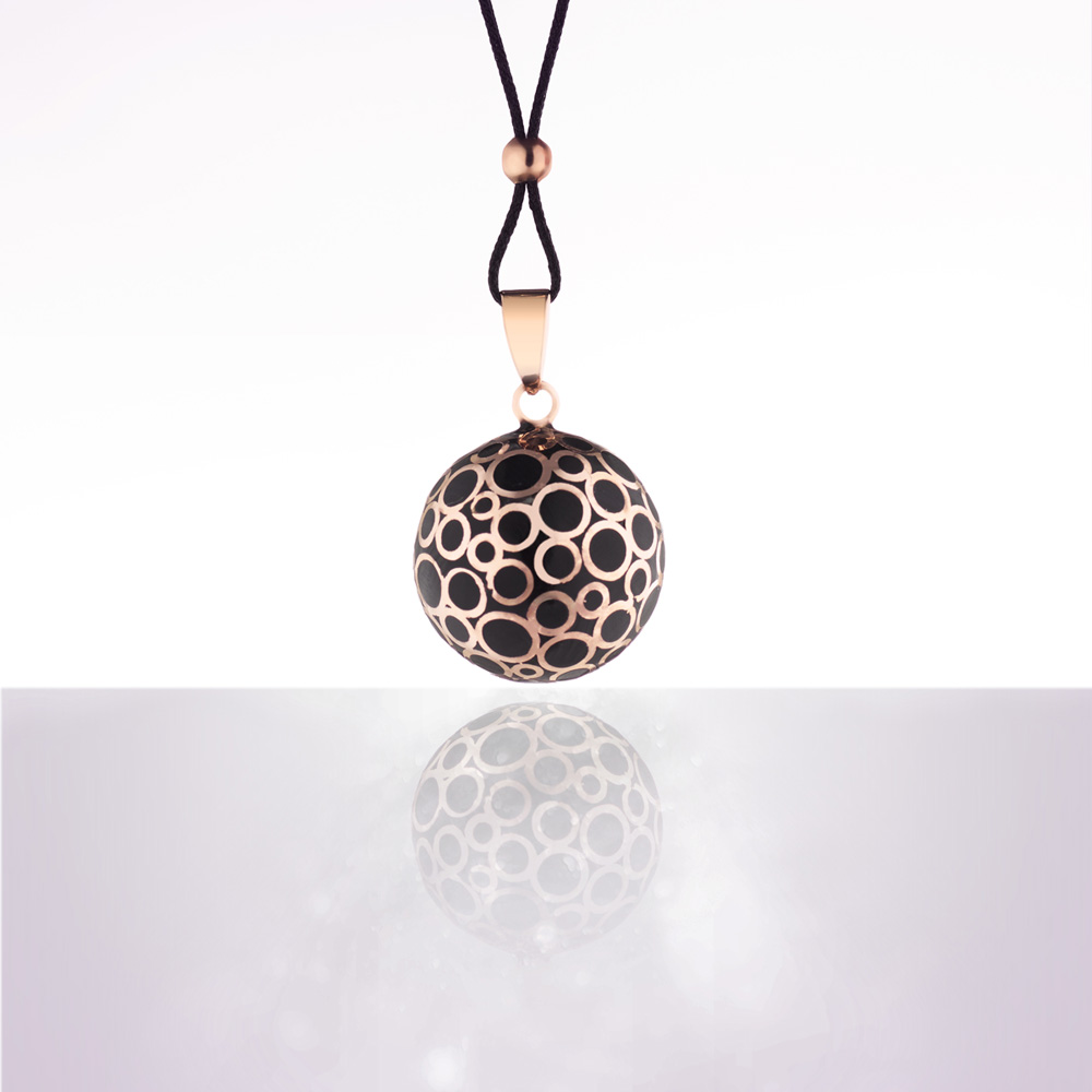 bola de grossesse bulle or rose email noir avec cordon noir de cache coeur en vente chez cdm. Black Bedroom Furniture Sets. Home Design Ideas