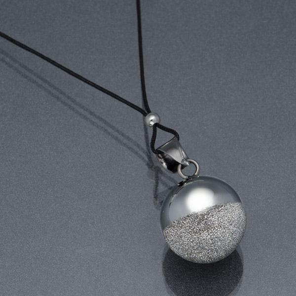 Bola de grossesse sphère black rhodium avec cordon noir Cache coeur