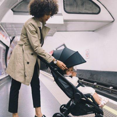 Poussette 4 roues métro compact city noir Ergobaby