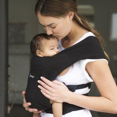 Porte-bébé physiologique embrace noir intense Ergobaby