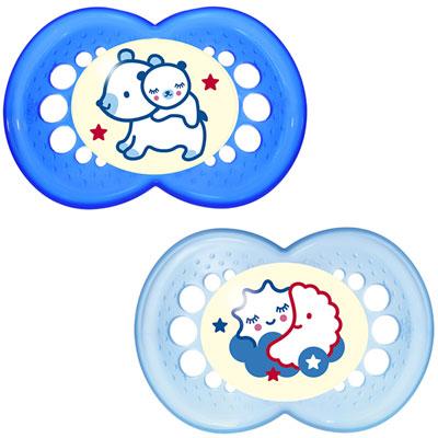 Mam Lot de 2 sucettes bébé silicone nuit 18m+ bleu + boîte de stérilisation 1