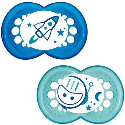 Mam Lot de 2 sucettes bébé silicone nuit 18m+ bleu + boîte de stérilisation 2