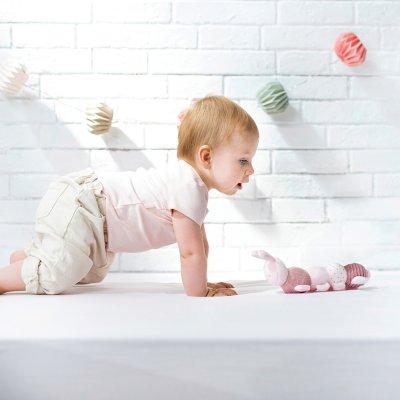 Jouet d'éveil bébé d'activité chenille rose Nattou