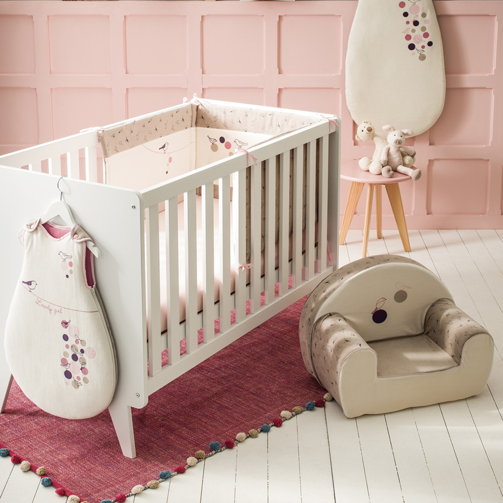 fauteuil chambre b b birdy girl de babycalin en vente chez cdm. Black Bedroom Furniture Sets. Home Design Ideas