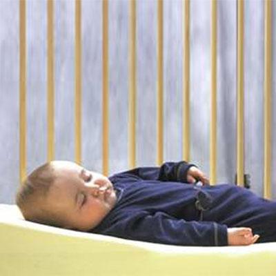 Plan incliné bébé mémoire de forme bambou déhoussable 55 x 35 cm Angelcare