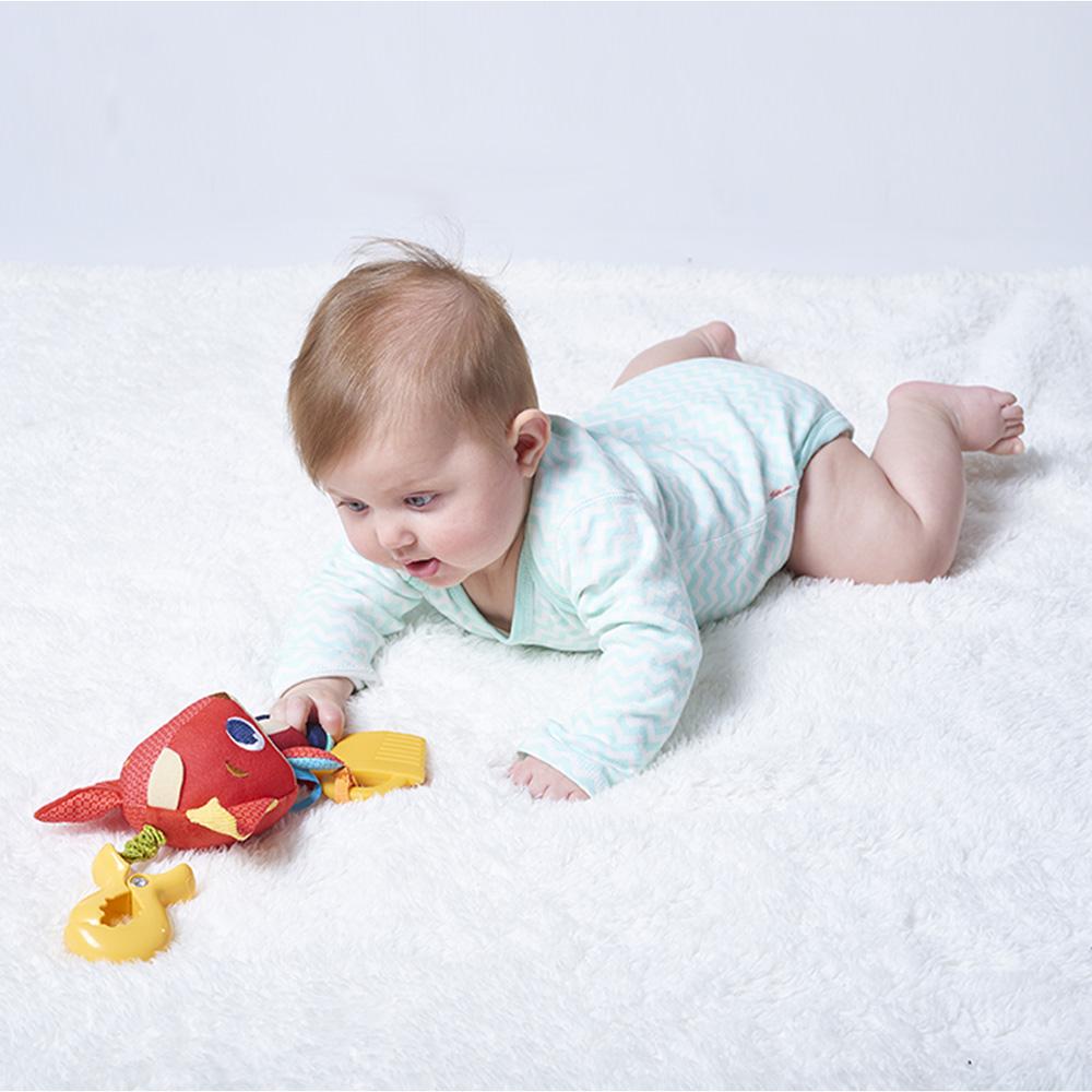 jouet d 39 veil b b christopher le renard de tiny love sur allob b. Black Bedroom Furniture Sets. Home Design Ideas
