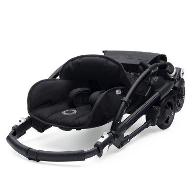 Poussette 4 roues bee5 châssis noir + style set noir et capote bleu acier Bugaboo