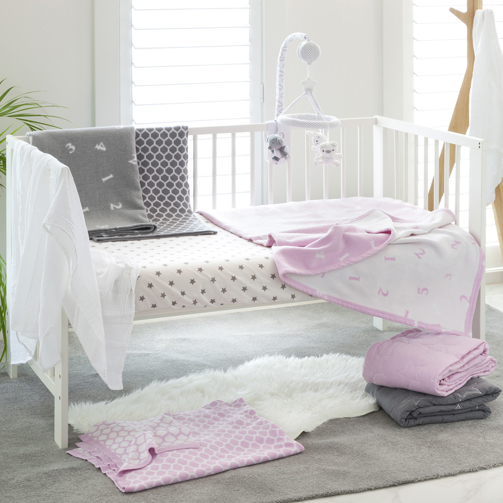 couvre lit b b toile rose de playgro sur allob b. Black Bedroom Furniture Sets. Home Design Ideas